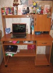 компьютерный стол в отличном состоянии, продам срочно м. Рыбацкое, самов
