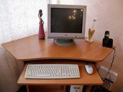 Компьютерный стол для небольшой комнаты