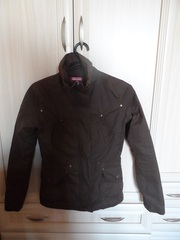 Куртка для ребенка 8-12 лет отличного качества