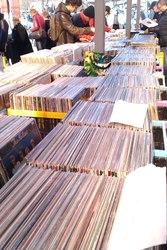 15000 фирменных виниловых пластинок.