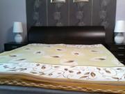 Двухспальная кровать с матрасом и тумбами