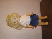 кукла с белыми волосами