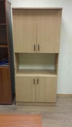 Шкаф закрытый с открытым отделением посередине