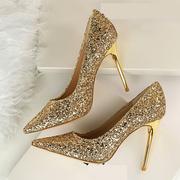 Золотые шикарные новые туфли