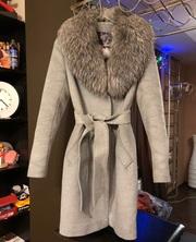 Пальто с воротом из натурального меха